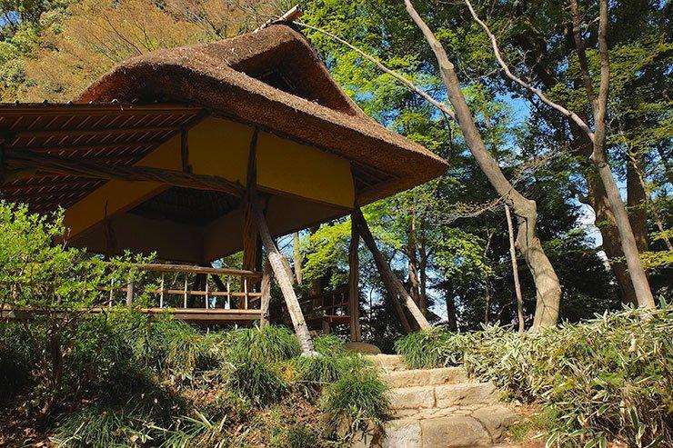 RikugenGardens-azalea-teahouse