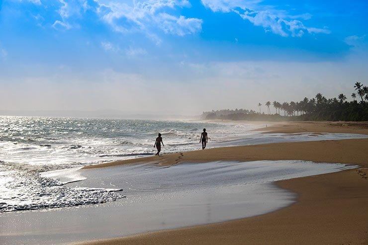Two-people-Rekawa-Sri-Lanka