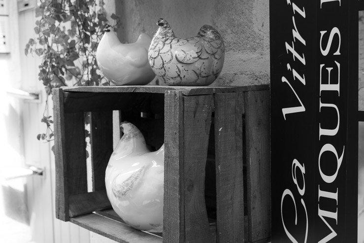 Hens, Les Ceramiques de Lussan, Uzes, France