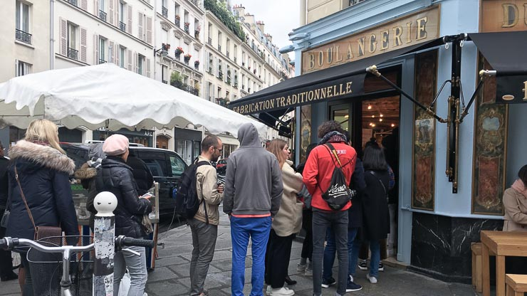 Queue in front of Du Pain et Des Idees, Paris