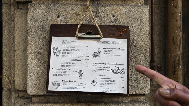 Menu, outside, Teoric Taverna Gastronomica, with finger pointing, Barcelona