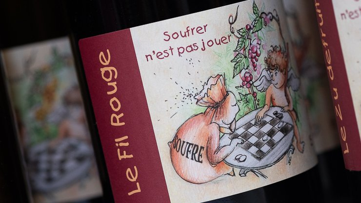 Le Fil Rouge, wine bottle label