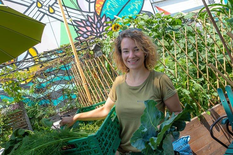 Woman gardening in urban garden, Kraut + Quer, Frau Gerolds Garten, Zurich