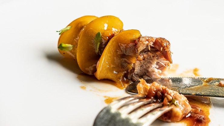Duroc breed pork rib, peach, mint, with knife and fork, Les Cols, Catalonia