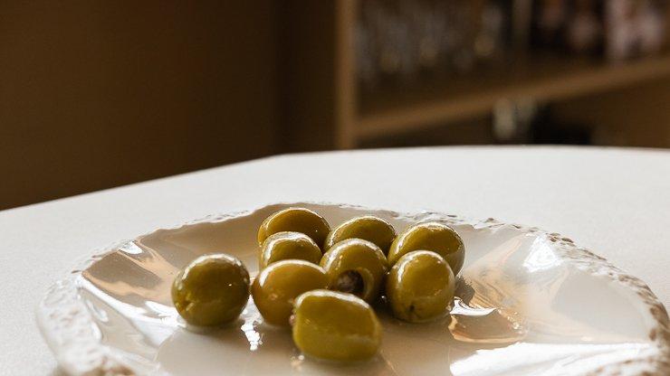 Plate of el xillu olives, Restaurant Maran, Girona