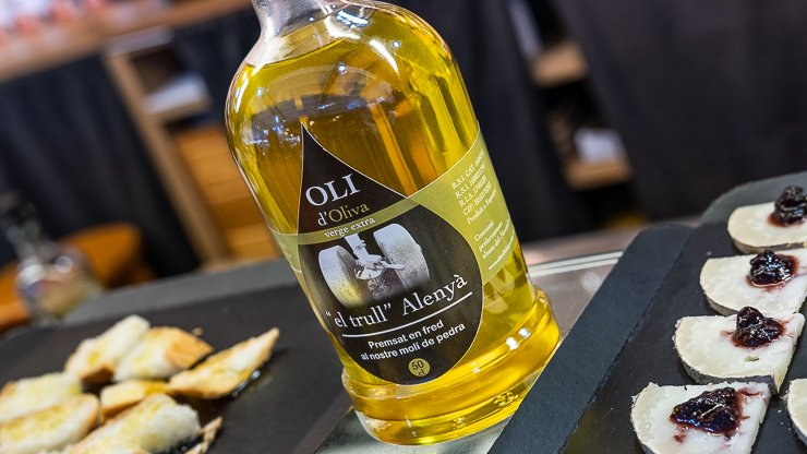 Olive oil & cheese, Market, Girona